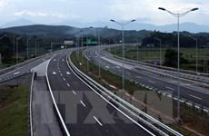 Tước giấy phép lái xe tải 2 tháng vì không nhường đường xe ưu tiên