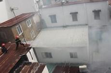 [Video] Giải cứu 8 người trong căn nhà bốc cháy ở trung tâm TP.HCM