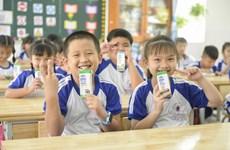 Hàng trăm triệu trẻ em trên thế giới được hưởng lợi từ sữa học đường