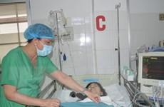 Huy động 6 êkíp cấp cứu nữ bệnh nhân bị bánh xe container chèn qua