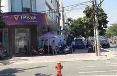 TP.HCM: Bắt đối tượng tẩm xăng lên người đi cướp ngân hàng