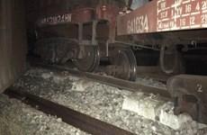 Tàu hàng trật bánh hai toa, đường sắt Bắc-Nam ách tắc nhiều giờ