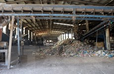Kon Tum: Nhà máy nghìn tỷ đồng nhưng xử lý rác thải thủ công