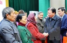 Phó Thủ tướng thăm, trao quà Tết tặng gia đình chính sách ở Phú Thọ