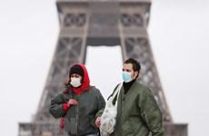 Cảnh sát Pháp phạt hơn 100 người vi phạm quy định phòng dịch