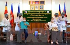 Dịch COVID-19: Campuchia ban hành sắc lệnh tiêm chủng vaccine bắt buộc