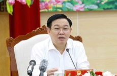 Chủ tịch Quốc hội Vương Đình Huệ kiểm tra công tác bầu cử ở Quảng Ninh