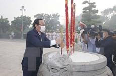 Dâng hương, dâng hoa tưởng nhớ Chủ tịch Hồ Chí Minh và các liệt sỹ