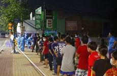 Bình Dương: Trắng đêm lấy mẫu xét nghiệm cho khoảng 40.000 người