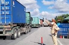 """Luồng xanh """"giải nhiệt"""" hoạt động vận chuyển hàng hóa cho phía Nam"""