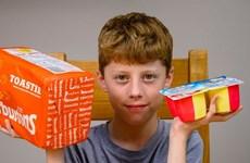 """Cậu bé 12 tuổi tuổi mắc chứng """"sợ đồ ăn,"""" sống sót chỉ nhờ bánh mỳ"""