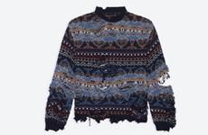 """Chiếc áo len """"rách"""" gây sốc khi được rao bán với giá 1.450 USD"""