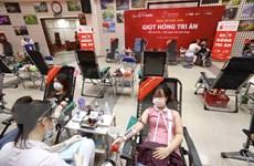 [Photo] Người dân Thủ đô đi hiến máu vì người bệnh trong bối cảnh dịch