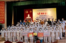 Thêm 300 cán bộ y tế tỉnh Hòa Bình hỗ trợ Hà Nội chống dịch COVID-19