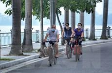 Người dân Thủ đô lại ra đường tập thể dục bất chấp quy định chống dịch