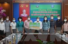 An Giang: Trao tặng 12.000 túi quà an sinh cho lao động về quê