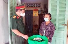 Quân ủy Trung ương tặng quà người dân khó khăn do dịch ở Tây Ninh