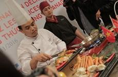 Thưởng thức tôm hùm và thịt bò Canada tại các nhà hàng Việt Nam