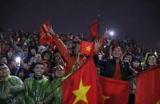 Hàng vạn người hâm mộ hô vang tên các cầu thủ U23 tại sân Mỹ Đình