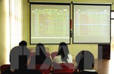 Nhóm cổ phiếu ngân hàng bị bán ra, VN-Index giảm 5,75 điểm