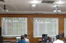 Cổ phiếu ngành thủy sản tăng giá, VN-Index vượt mốc 1.121 điểm