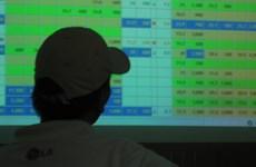 Ba cá nhân bị xử phạt hành chính do giao dịch cổ phiếu 'chậm' báo cáo