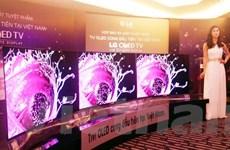 Sản xuất tại Việt Nam, TV OLED cong rẻ hơn tới 100 triệu đồng