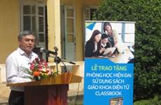 Tặng phòng học sử dụng sách giáo khoa điện tử tại Nghệ An