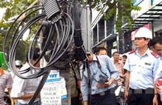 Lắp đặt đường dây, cáp đi nổi ở Hà Nội: Kiểm tra đâu, sai đấy!