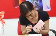 [Photo] iPhone 6S chính hãng trong ngày đầu bán ra tại Hà Nội