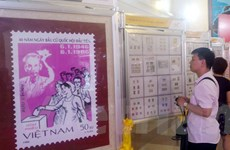 Ngành bưu điện trưng bày hơn 1.000 mẫu tem quý nhân dịp bầu cử