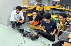 Hơn 500 sinh viên công nghệ thi điều khiển xe không người lái