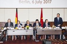 """FPT """"bắt tay"""" với hai doanh nghiệp Đức để phát triển công nghệ"""
