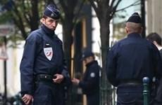 Cảnh sát Paris truy lùng tay súng bí ẩn tấn công nhà báo