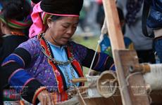 [Photo] Độc đáo nghề xe lanh dệt vải của người Mông ở Đồng Văn