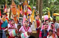 Mão và mặt nạ - trang phục huyền bí và linh thiêng của người Khmer