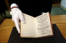 Mỹ trao trả hai cuốn sách cổ bị đánh cắp từ thế kỷ 19 cho Thụy Điển
