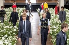 Dior Homme Xuân Hè 2016: Sự tương phản đầy mê hoặc
