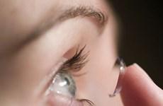 Bảy mẹo trang điểm giúp bạn tự tin khi dùng kính áp tròng
