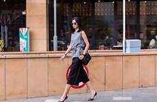 """Tông màu đen """"càn quét"""" street style của các kiều nữ Việt"""
