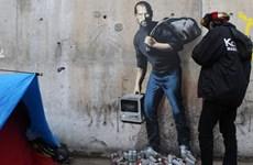 Người tị nạn ở Calais thu phí 20 euro xem tranh vẽ Steve Jobs