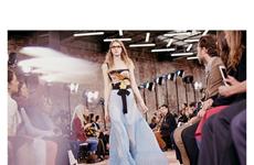 Thời trang ngày giao mùa - Sức hấp dẫn của đầm hai dây