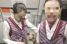 Hành khách Trung Quốc thô lỗ đổ nước lên đầu tiếp viên hàng không