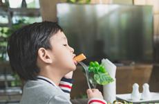 Giải pháp dinh dưỡng và cách chọn sữa tăng cân cho trẻ thấp còi