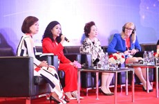 Trần Uyên Phương truyền cảm hứng ở talkshow về nữ doanh nhân