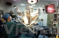 Phẫu thuật nội soi bằng robot thành công cho một bé trai