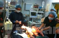 Phẫu thuật tách thành công hai trẻ 4 tháng tuổi dính liền bụng