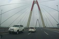 Xe biển xanh chạy ngược chiều trên cầu Nhật Tân là của Bộ Y tế