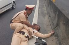Sức khỏe cảnh sát giao thông bị xe container hất xuống đường đã ổn