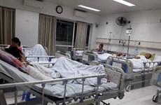 Hình ảnh Bệnh viện Việt Đức quá tải bệnh nhân cấp cứu đêm Giao thừa